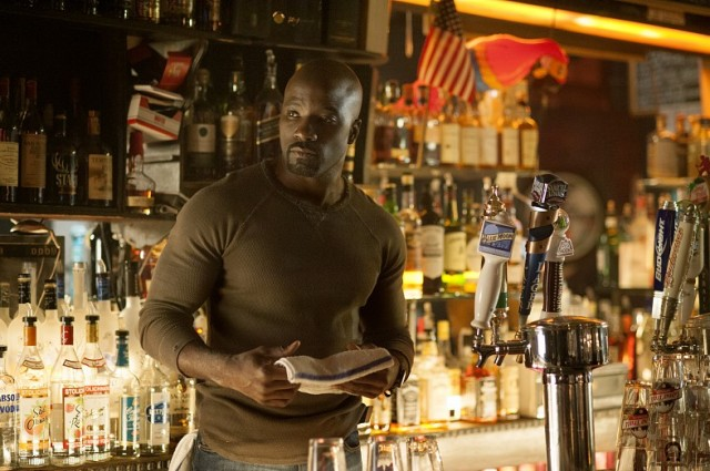 marvel-netflix-jessica-jones-mike-colter-luke-cage